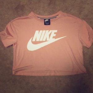 Cropped Nike tee